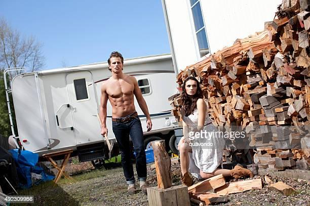 Schöne Nackter Oberkörper Mann immer bereit zum Chop Holz