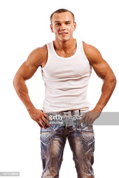 Atractivo joven cuerpo Builder sobre blanco