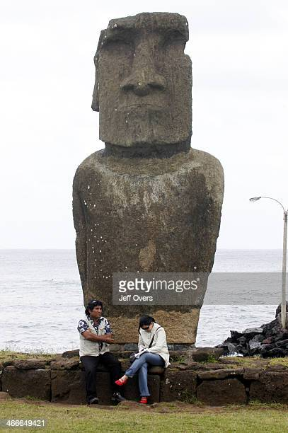 Hanga Roa is the only town on Easter Island Most of the 2000 Rapanui people that live on the island reside here The only port on the island is...