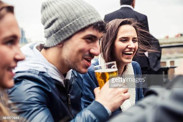 Rilassarsi con una fresca birra in un Pub di Londra