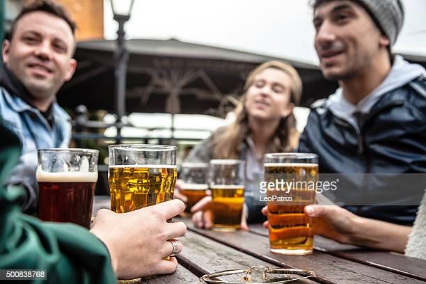 Sortir avec une bière bien fraîche dans un Pub de Londres