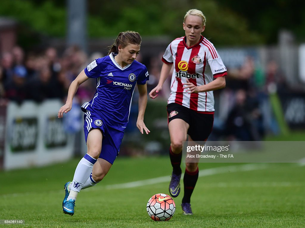 Hannah Blundell of Chelsea Ladies FC and Stephanie Roche of Sunderland Ladies vie for the ball during the FA WSL 1 match between Chelsea Ladies FC and Sunderland Ladies at Wheatsheaf Park on May 25, 2016 in Staines, England.