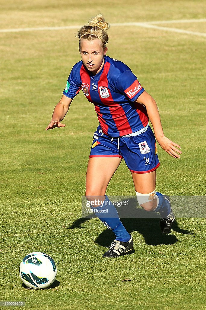 Hannah Brewer of the Jets looks to pass the ball during the round 11 W-League match between the Perth Glory and the Newcastle Jets at Intiga Stadium on January 5, 2013 in Perth, Australia.