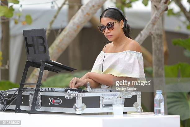 Hannah Bronfman attends the YogArt Presents Buddhas And Bellinis Sponsored By The Sacred Space Miami during 2016 Food Network Cooking Channel South...
