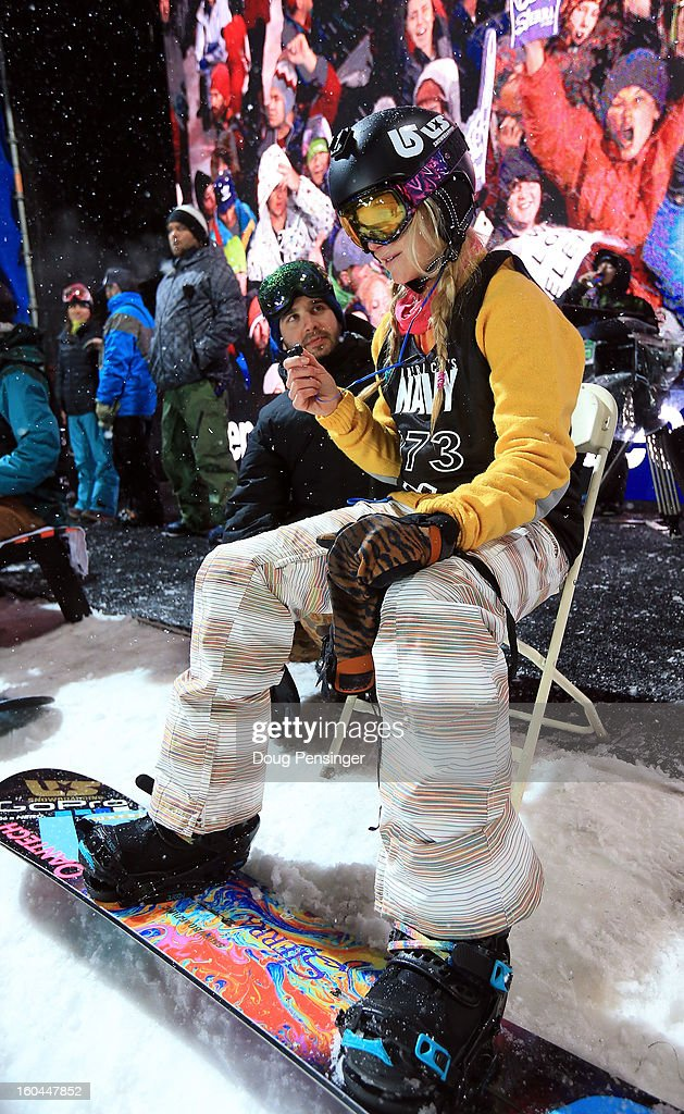 <a gi-track='captionPersonalityLinkClicked' href=/galleries/search?phrase=Hannah+Teter&family=editorial&specificpeople=451433 ng-click='$event.stopPropagation()'>Hannah Teter</a> prepares for the Women's Snowboard Superpipe Final during Winter X Games Aspen 2013 at Buttermilk Mountain on January 26, 2013 in Aspen, Colorado.
