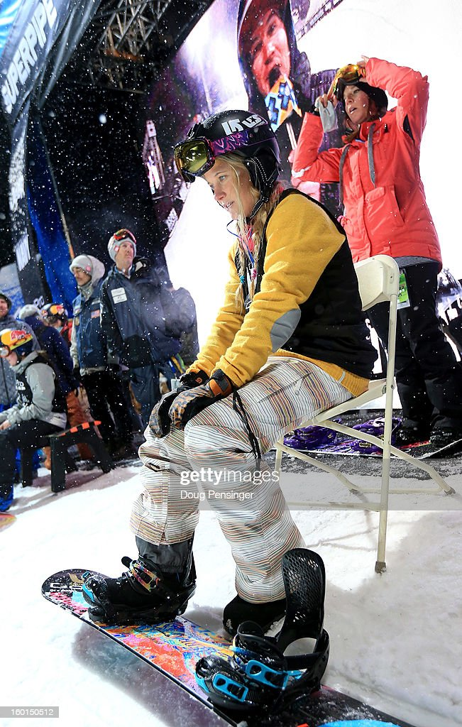 <a gi-track='captionPersonalityLinkClicked' href=/galleries/search?phrase=Hannah+Teter&family=editorial&specificpeople=451433 ng-click='$event.stopPropagation()'>Hannah Teter</a> prepares to take a practice run prior to the Women's Snowboard Superpipe Final during Winter X Games Aspen 2013 at Buttermilk Mountain on January 26, 2013 in Aspen, Colorado.