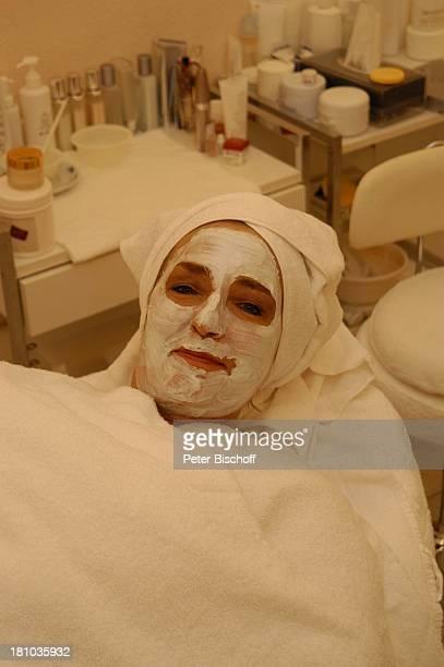 Hanne Haller WellnessKur RottachEgern Hotel 'Bachmair am See' Sängerin Maske Gesichtsmaske Quarkmaske Handtuch BeautyFarm Promis Prominente...
