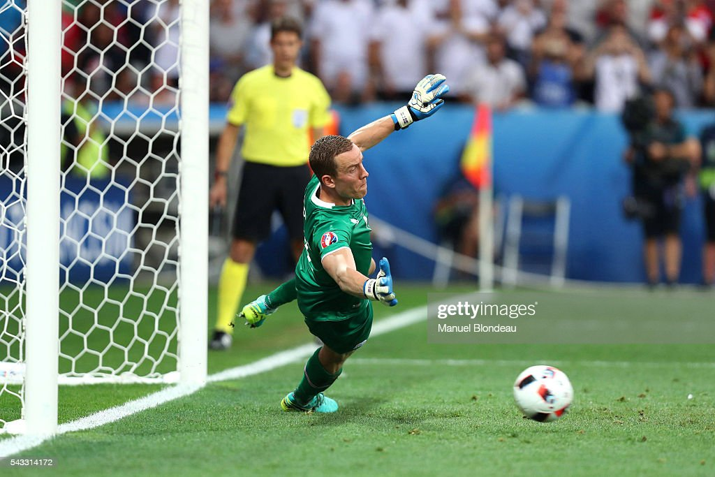 Hannes Halldorsson dives and Wayne Rooney scores a penalty during the European Championship match Round of 16 between England and Iceland at Allianz Riviera Stadium on June 27, 2016 in Nice, France.