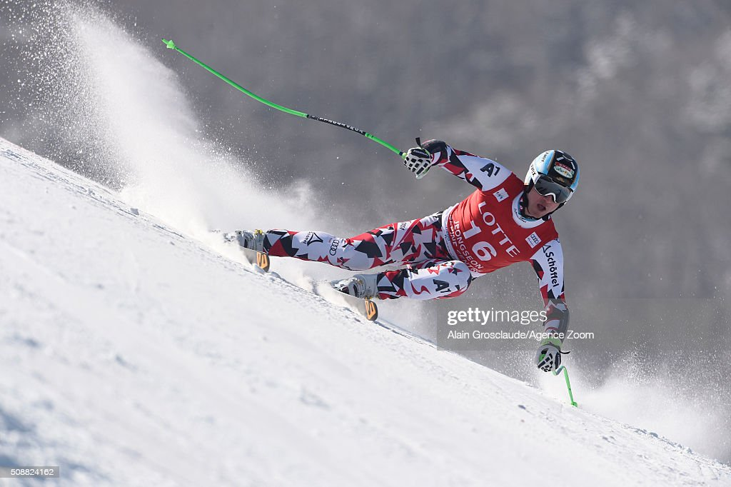 <a gi-track='captionPersonalityLinkClicked' href=/galleries/search?phrase=Hannes+Reichelt&family=editorial&specificpeople=791419 ng-click='$event.stopPropagation()'>Hannes Reichelt</a> of Austria competes during the Audi FIS Alpine Ski World Cup Men's Super G on January 07, 2016 in Jeongseon, South Korea.