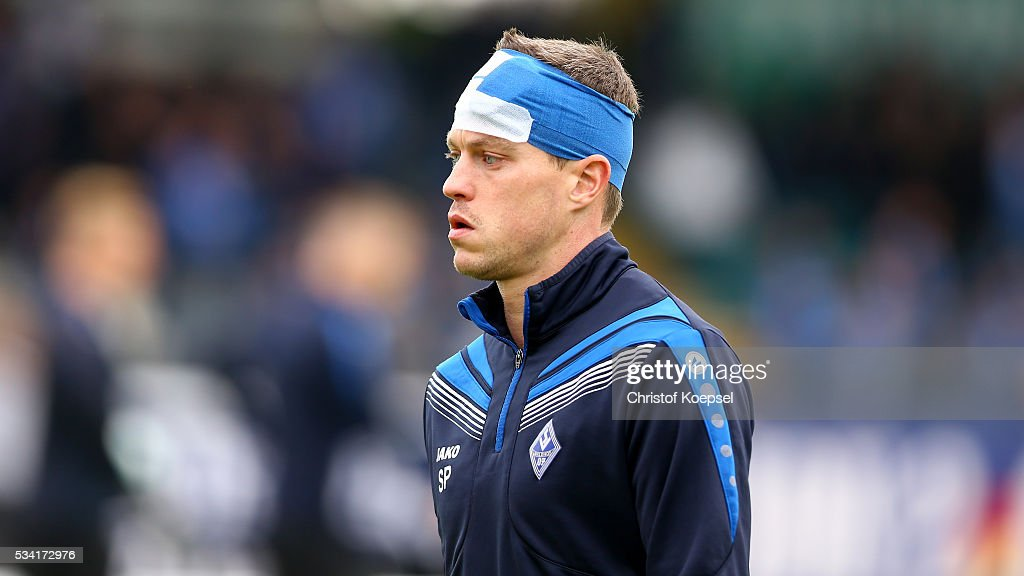 <a gi-track='captionPersonalityLinkClicked' href=/galleries/search?phrase=Hanno+Balitsch&family=editorial&specificpeople=635099 ng-click='$event.stopPropagation()'>Hanno Balitsch</a> of Mannheim warms up prior to the Third League play-off first leg match between SF Lotte and Waldhof Mannheim at Sportpark am Lotter Kreuz on May 25, 2016 in Lotte, Germany.