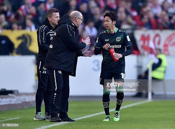 Hannover 96 head coach Thomas Schaaf instructs Hiroshi Kiyotake during the Bundesliga match between VfB Stuttgart and Hannover 96 at MercedesBenz...