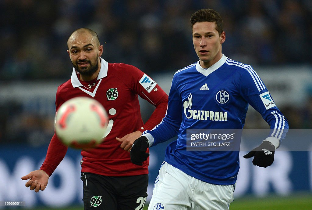 Hanover's defender Sofian Chahed and Schalke's midfielder Julian Draxler (R) vie for the ball during the German first division Bundesliga football match FC Schalke 04 vs Hanover 96 on January 18, 2013 in Gelsenkirchen, western Germany