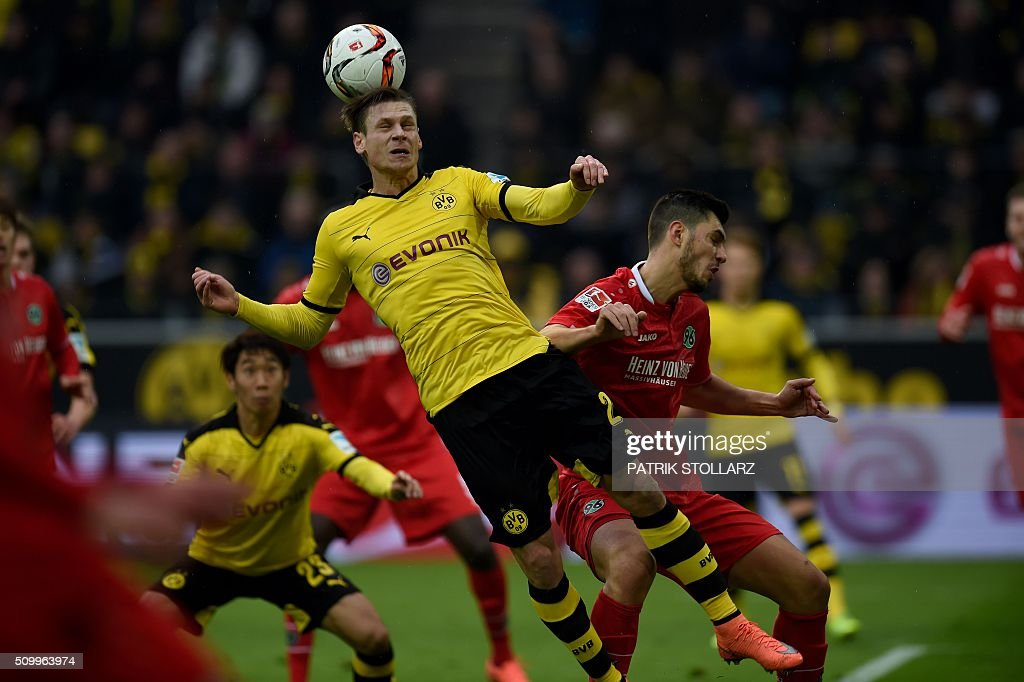 Hanover's Turkish midfielder Ceyhun Guelselam and Dortmund's Polish defender Lukasz Piszczek vie for the ball during the German first division Bundesliga football match of Borussia Dortmund vs Hannover 96 in Dortmund, western Germany, on February 13, 2016. / AFP / PATRIK STOLLARZ /