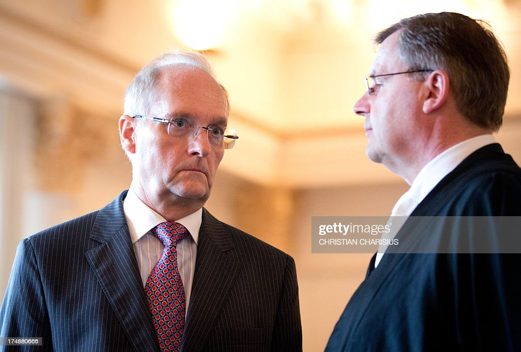 Hans Berger (L), former chairman of the HSH Nordbank and his lawyer Otmar Kury stand in the courtroom at the beginning of the second day of trial before the regional court in Hamburg, Germany, 29 July 2013. Six bankers allegedly caused a financial damage of 150 million euros in 2007 with risky businesses. AFP PHOTO/ Christian Charisius/ POOL