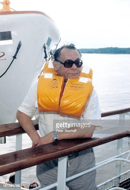 Hans Helmut Dickow ZDFReihe 'Traumschiff ' Folge 12 Episode 1 'Nachbarn' MS 'Astor' Kreuzfahrt Kreuzfahrtschiff SeenotRettungsübung Deck Reling...