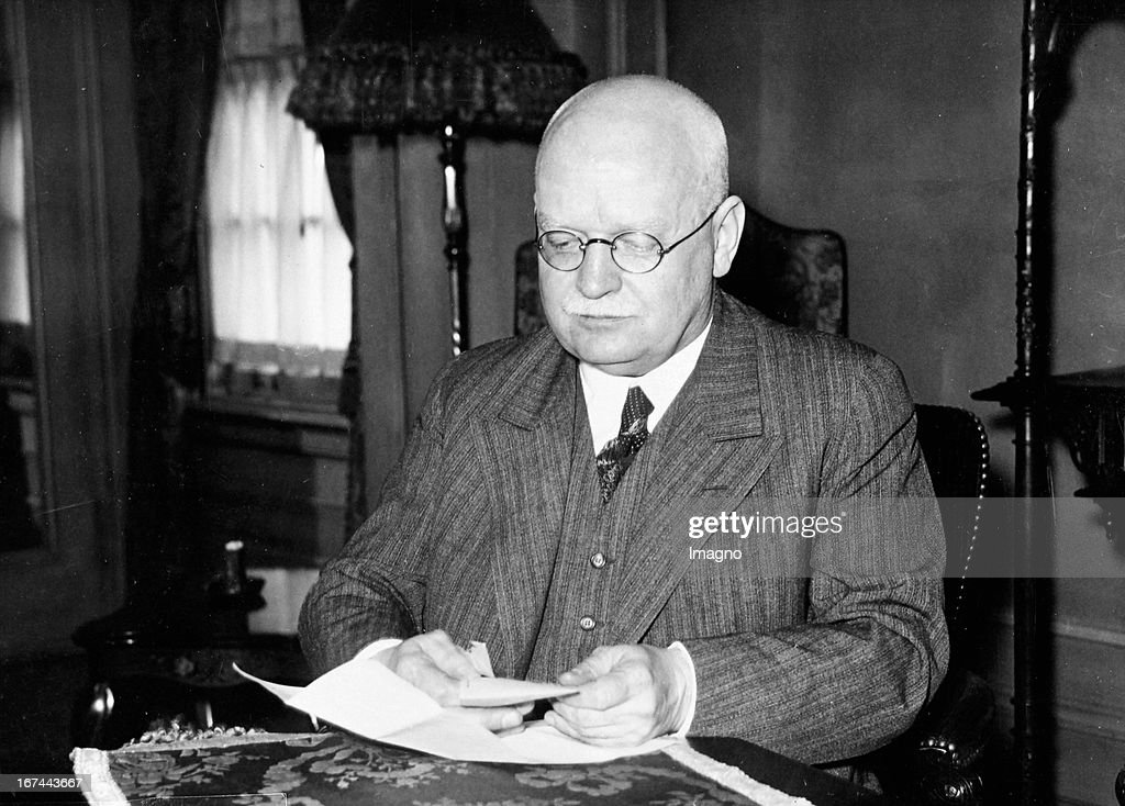 Hans Luther (1879-1962). German politician and financial expert. 1925/26 Chancellor - 1930-1933 President of the Reichsbank - 1933-1937 German ambassador to the United States. 1933. Photograph. (Photo by Imagno/Getty Images) Hans Luther (18791962). Deutscher Politiker und Finanzfachmann. 1925/26 Reichskanzler - 19301933 Reichsbankpräsident - 19331937 deutscher Botschafter in den USA. 1933. Photographie.