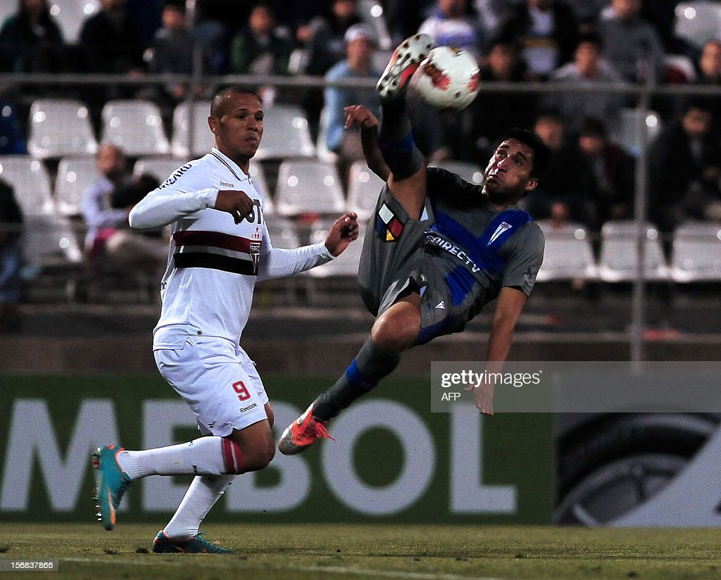 Hans Martinez (R) of Chilean Universidad Catolica vies for the ball with Luis Fabiano of Brazilian Sao Paulo during their Copa Sudamericana semifinal football match at the San Carlos de Apoquindo stadium in Santiago, Chile, on November 22, 2012. AFP PHOTO /Claudio SANTANA