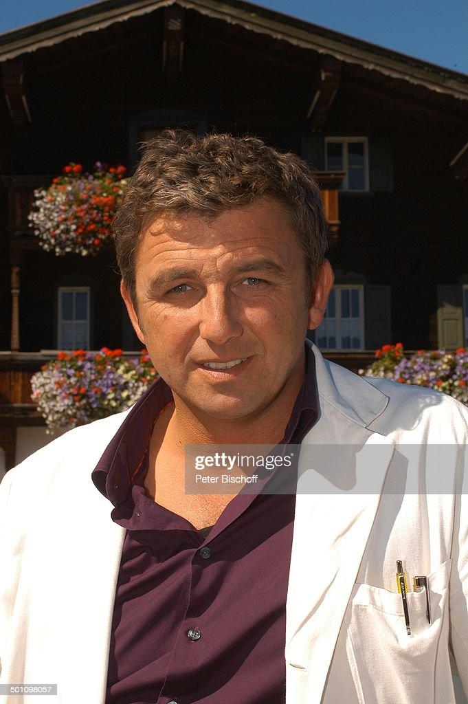 Hans Sigl (als Dr. Martin Gruber), ZDF-Serie 'Der Bergdoktor - hans-sigl-zdfserie-der-bergdoktor-5-staffel-ellmau-tirol-sterreich-picture-id501098057