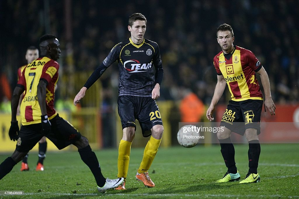 Hans Vanaken of Sporting Lokeren OVL competes with Boubacar Dialiba Diabang of KV Mechelen and Steven De Petter of KV Mechelen during the Jupiler Pro...