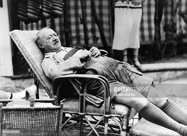Hans Wassermann *12101882 Actor Germany sleeping in the garden of Liedtke's summer cottage at the Scharmützelsee lake near Berlin 1930 Photographer...