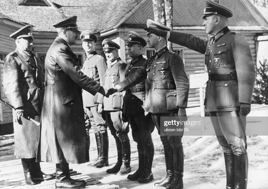 Hans WeissHans WeissGotthard HeinriciGotthard HeinriciWalter ModelWalter ModelAdolf Hitler Hans Krebs Politiker NSDAP D im Hauptquartier der...