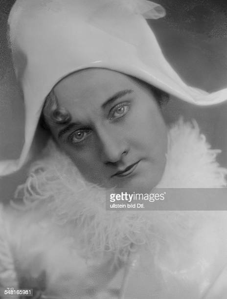 Hansen Max Actor singer Germany / Denmark *22121897 Scene from the movie 'Der Hampelmann' published 'Tempo' Directed by EW Emo Germany 1930 Produced...