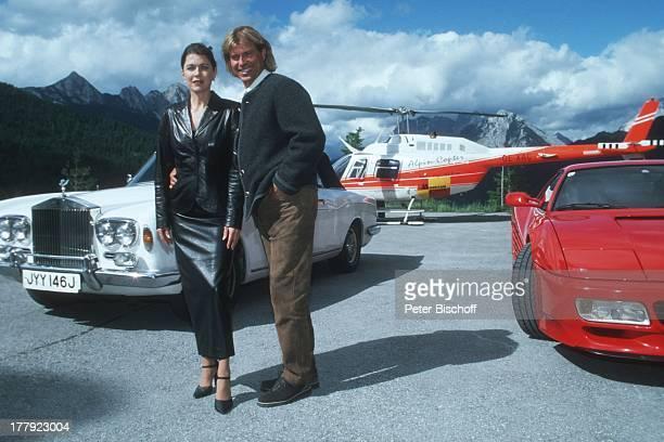 Hansi Hinterseer Anja Kruse ARD/ORFFilm 'Da wo die Berge sind 2' Dreharbeiten in Seefeld Tirol sterreich Europa Helicopter Hubschrauber Auto LuxusPkw...