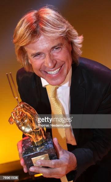 Goldene stimmgabel stock fotos und bilder getty images for Hans dieter heck