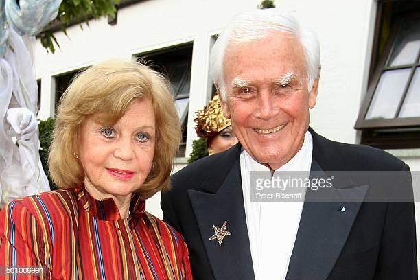 HansJoachim Fuchsberger Ehefrau Gundel BenefizGala '3 SchafhofFestival für UNICEF' 2003 Kronberg/im Taunus PNr 1212/2005 'Schafhof' Promi NB Foto...