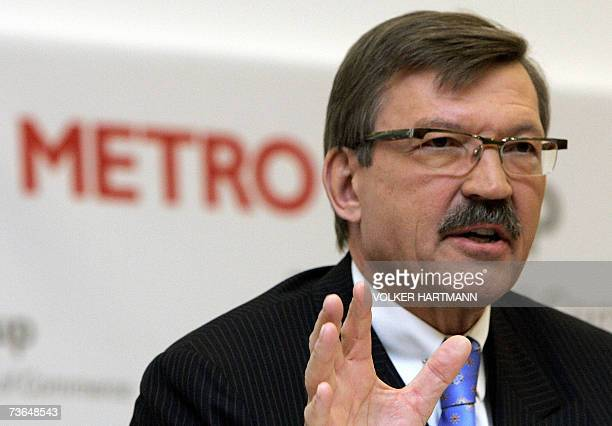 HansJoachim Koerber chairman of the German retail and distribution giant Metro gestures as gives a press conference 21 March 2007 in Duesseldof...
