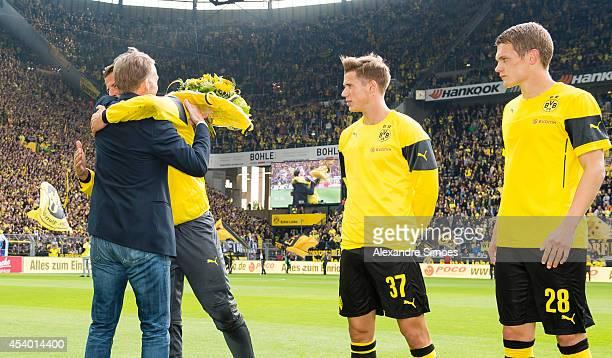 HansJoachim Watzke giving presents to the German national players goalkeeper Roman Weidenfeller Erik Durm and Matthias Ginter before the Bundesliga...