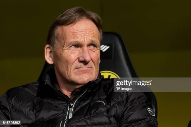 HansJoachim Watzke of Dortmund looks on during the Bundesliga match between Borussia Dortmund and Bayer 04 Leverkusen at Signal Iduna Park on March 4...