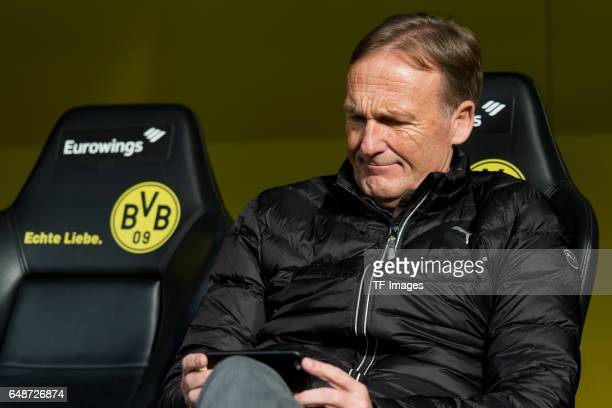 HansJoachim Watzke of Dortmund with a mobile phone during the Bundesliga match between Borussia Dortmund and Bayer 04 Leverkusen at Signal Iduna Park...