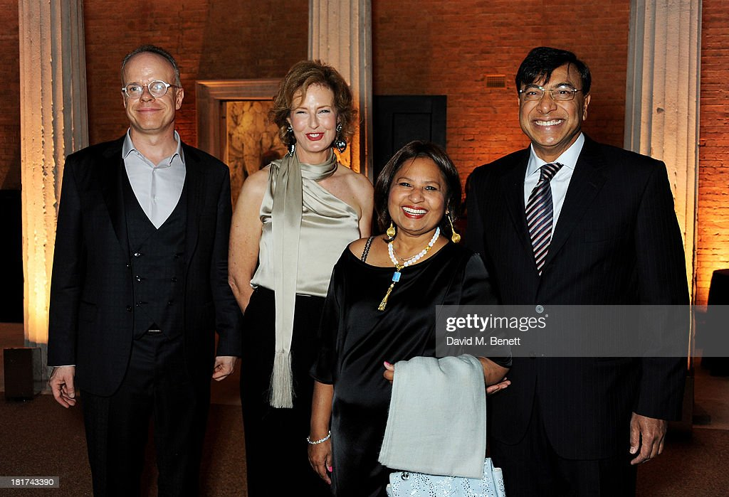 HansUlrich Obrist Julia PeytonJones Usha Mittal and Lakshmi Mittal attend a donors dinner hosted by Michael Bloomberg Graydon Carter to celebrate the...