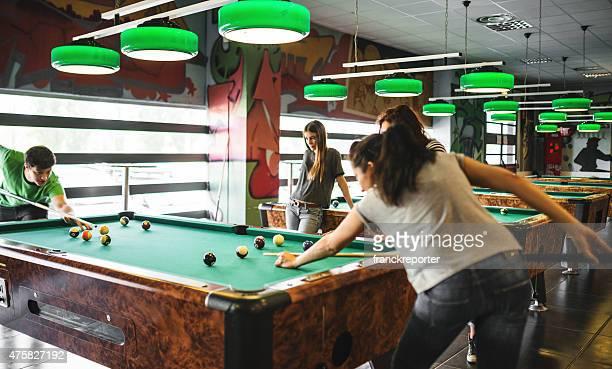 Glück Freunden in einem pub