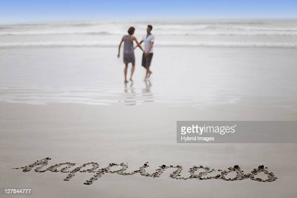ÇHappiness in sand with couple on beach