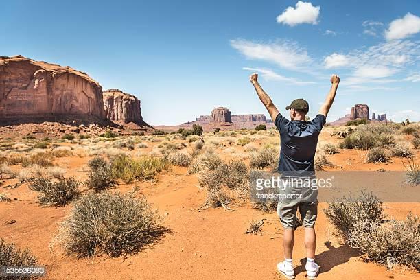 Fröhlich Mann im Monument valley