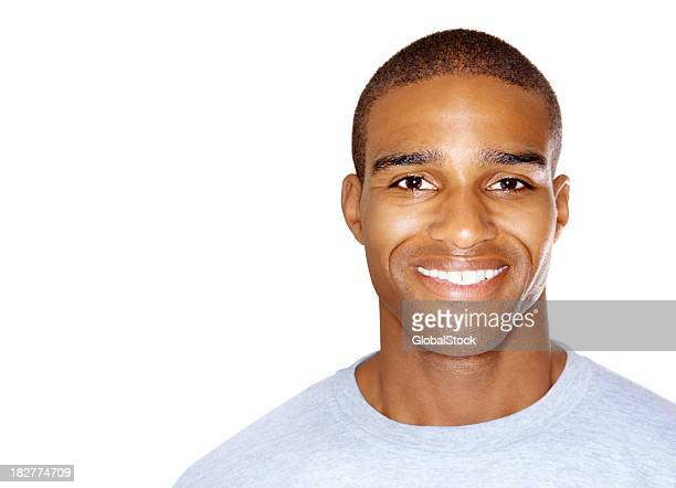 Feliz homem afro-americano contra branco