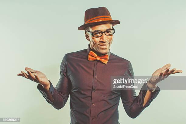 Glücklicher afroamerikanischer Mann mit Hut
