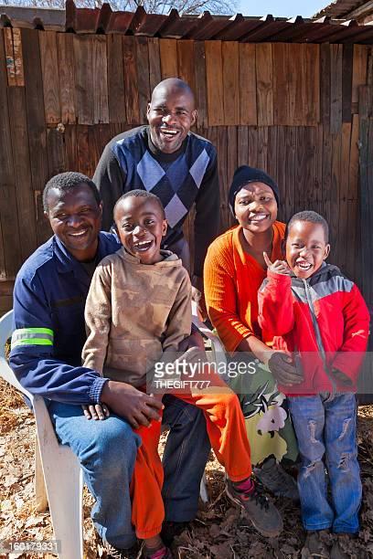 幸せなアフリカの家族