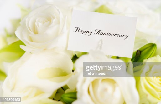Happy anniversary card on bouquet of roses