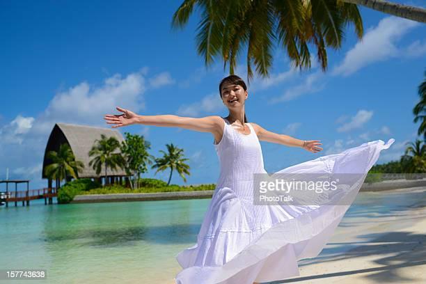 Glücklich asiatische junge Frau