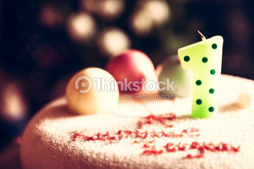 Pastel De Feliz Cumpleanos Para Ninos Decorado Con Una Vela Y Dulce - Como-decorar-una-tarta-de-cumpleaos-para-nios