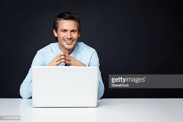 Happy business Mann mit laptop