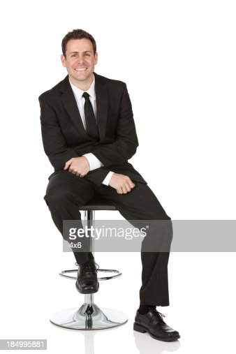 Heureux homme daffaires assis sur une chaise photo getty for Abdos assis sur une chaise