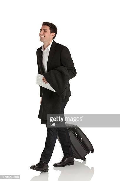 Glücklich Geschäftsmann mit Gepäck