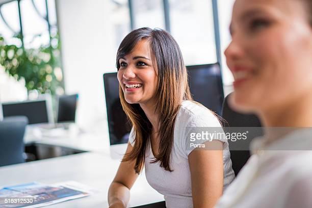 ハッピーアワーは、お仕事仲間で、オフィス内の仕事一色