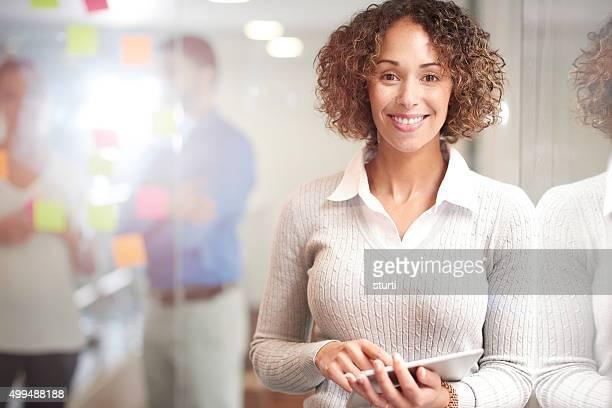 Mulher de Negócios casuais feliz