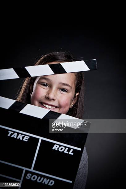 Bambino felice con film clapper bordo.