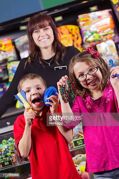 Niños felices con premios